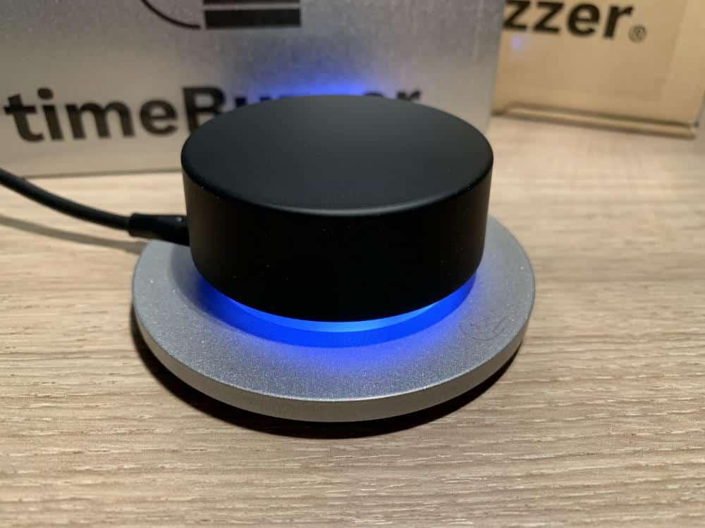 Buzzer mit blauer Beleuchtung und Verpackung